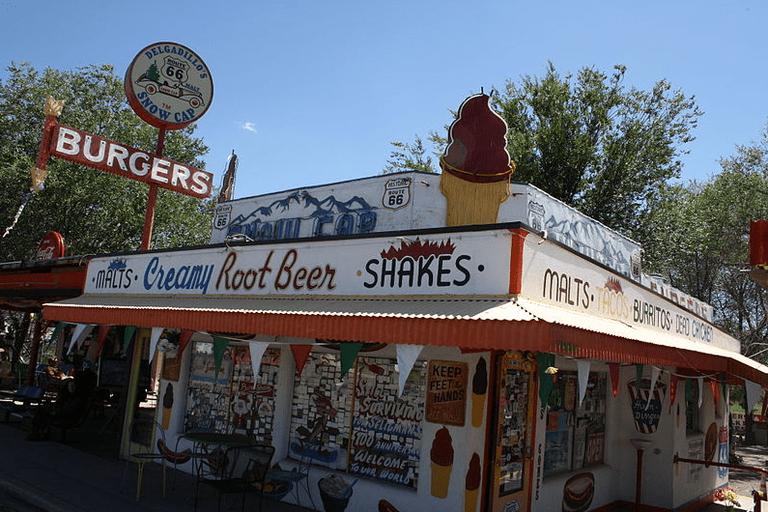 Delgadillo's Snow-Cap Drive-In, Seligman, AZ   © Mdnicholson42/Wikicommons