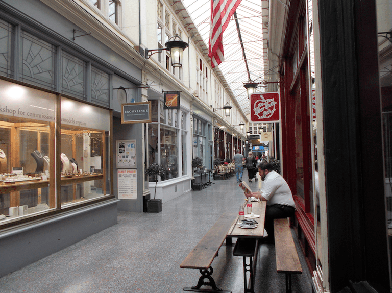 New York Deli in the arcade|©shrinkin'violet/Flickr