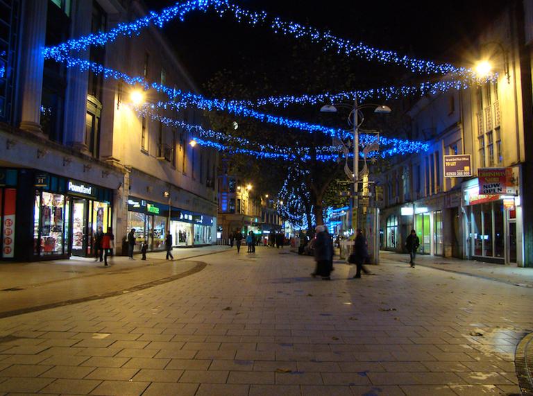Cardiff Queen Street|©Jon Candy/Flickr