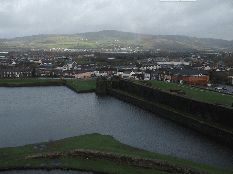 Rainbow over Caerphilly|©Michel Curi/Flickr