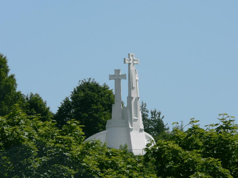 The Three Crosses Monument | © Wojsyl / Wikimedia Commons