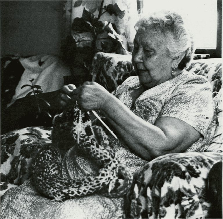 Traditional knitting | © Wikimedia Commons