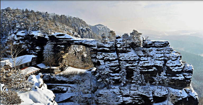Pravcicka Gate in winter |© Northernhikes.com