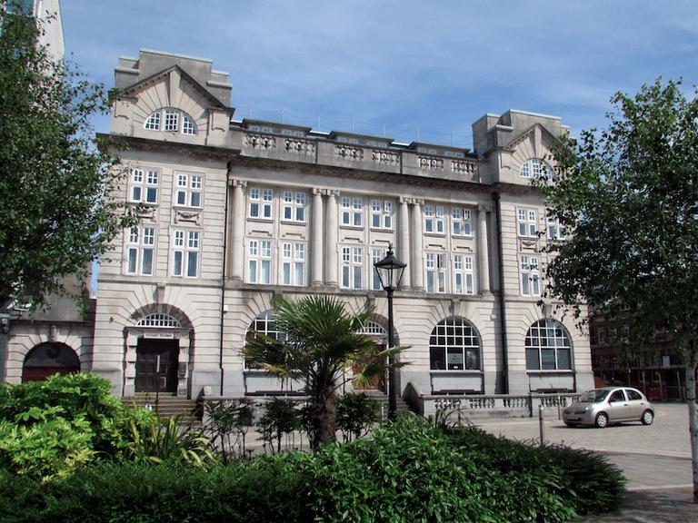 Buildings in Swansea |©Tom Bastin/Flickr