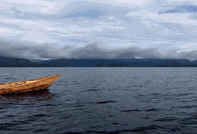 A boat to Cyuza's Island