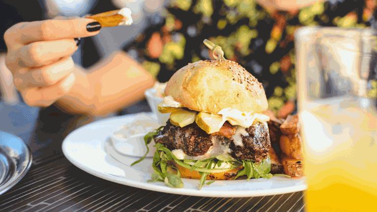 SA food_Oudtshoorn ostrich burger-min