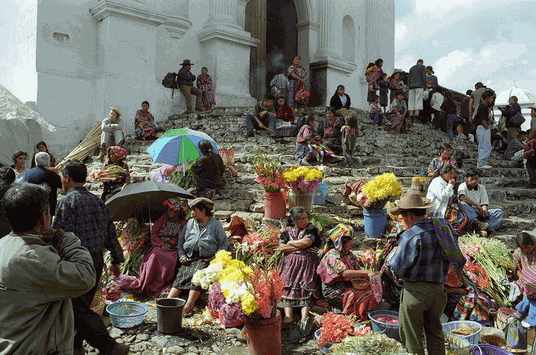 1200px-Chichicastenango_Market