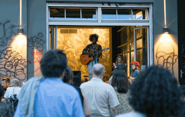 Artist playing to a crowd during Fête de la Musique