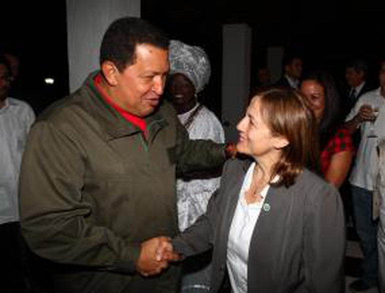 Hugo Chávez greets woman