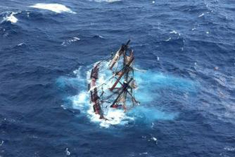 The HMS Bounty submerged during Hurricane Sandy | © United States Coast Guard Visual Information Gallery/WikiCommons