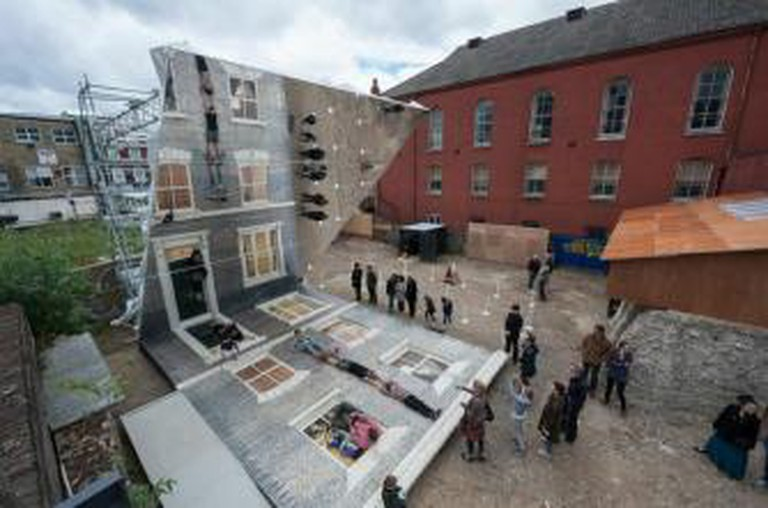 Leandro Erlich: Dalston House Installation images/