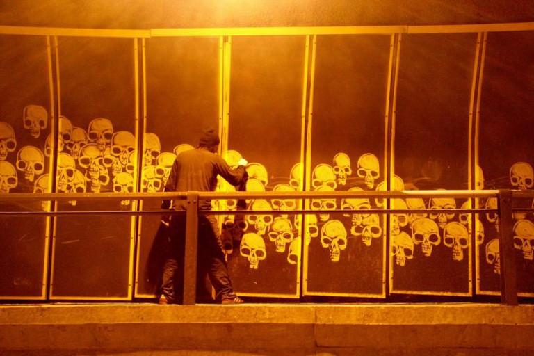 Alexandre Orion, Ossario, 2006, Tunnel Max Feffer, São Paulo.