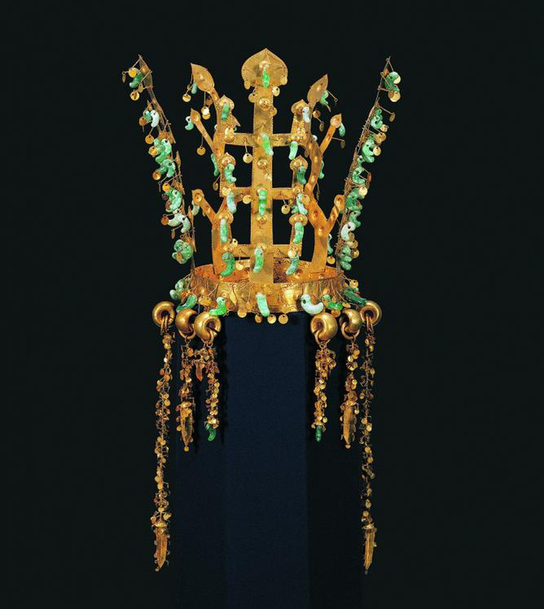 Crown. Korea, Silla kingdom, second half of 5th century. Excavated from the north mound of Hwangnam Daechong Tomb. Gold and jade; H. 10 3/4 in. (27.3 cm) | © Gyeongju National Museum, Korea, National Treasure 191