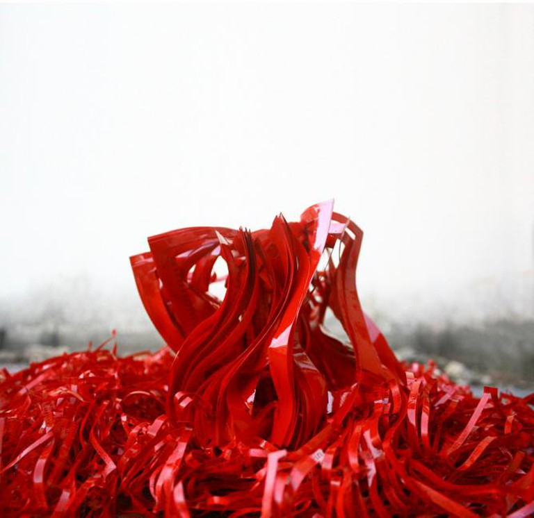 Jukhee Kwon, Red Presence(detail), Magazine paper and acrylic paint, 190 x 140 x 140cm, 2013, Private Collection | Courtesy Jukhee Kwon and October Gallery London