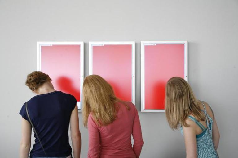Hito Steyerl, Red Alert, 2007