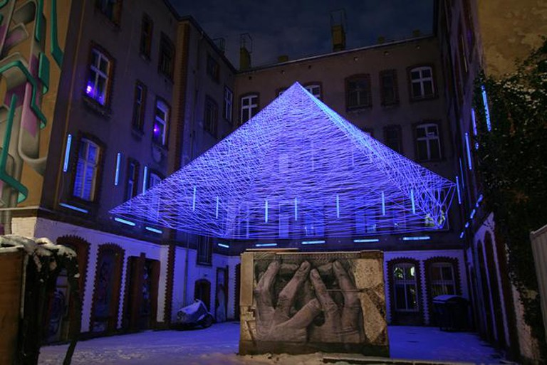 'Lines up . a recollection', 2012, threads, black light, 700 x 1100 x 1100 cm, Outdoor Light Installation, Berlin | © Jeongmoon Choi