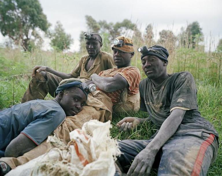 Linda, Daniel, Dumisani and Calvin, informal gold diggers, Roodepoort, Johannesburg, Gauteng, 2013   © Ilan Godfrey