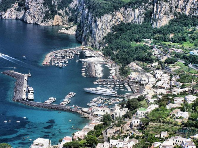 Capri harbour   © Adrian Pingstone/WikiCommons