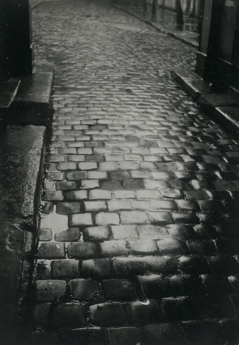 Pavés Parisiens (Parisian Paving Stones), 1929. Restricted gift of Anstiss and Ronald Krueck in honor of the birth of Angelica Catherine Evan-Cook | Courtesy of The Art Institute of Chicago