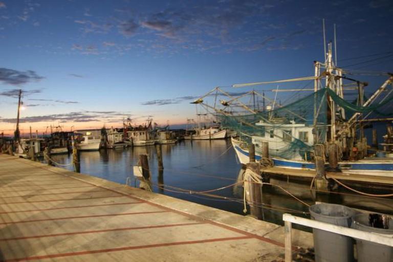 Shrimp Boats in Biloxi | © Pulaw/Flickr