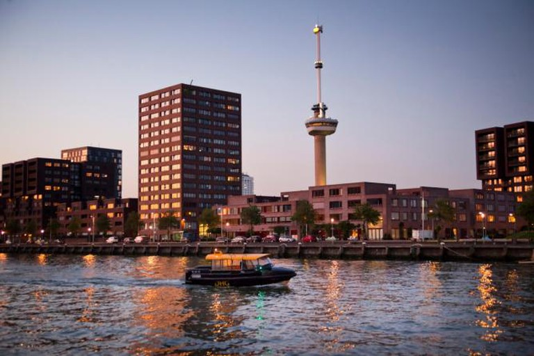 Euromast from the river | © Rotterdam Marketing
