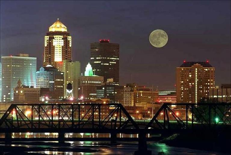 Des Moines Skylight Night