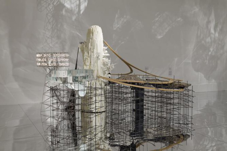 Lee Bul, Mon grand récit Weep into stones . . ., 2005 | Courtesy Mori Art Museum, Tokyo and Ikon Gallery