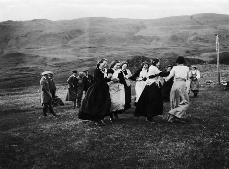 Icelandic Women dancing