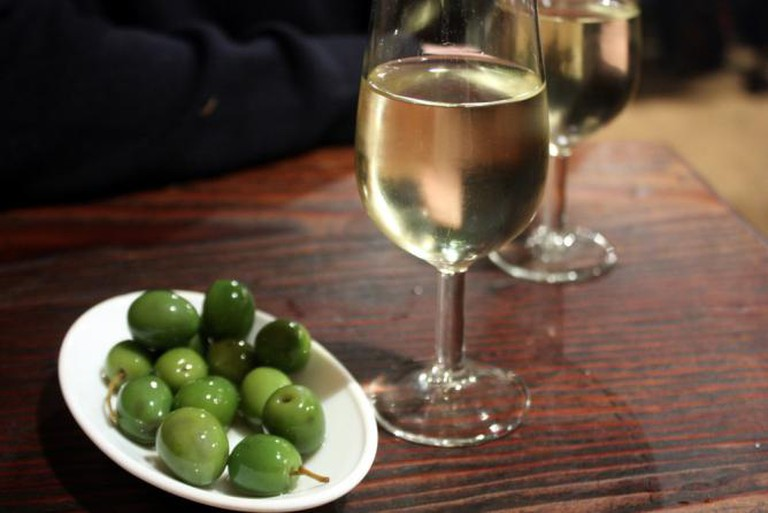 Olives and Manzanilla sherry at La Venencia