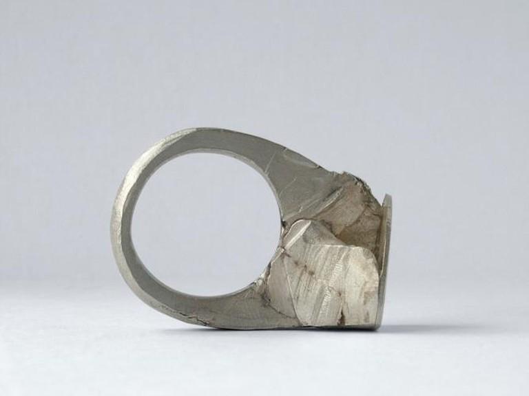 Courtesy Ring | © Blandine Luce