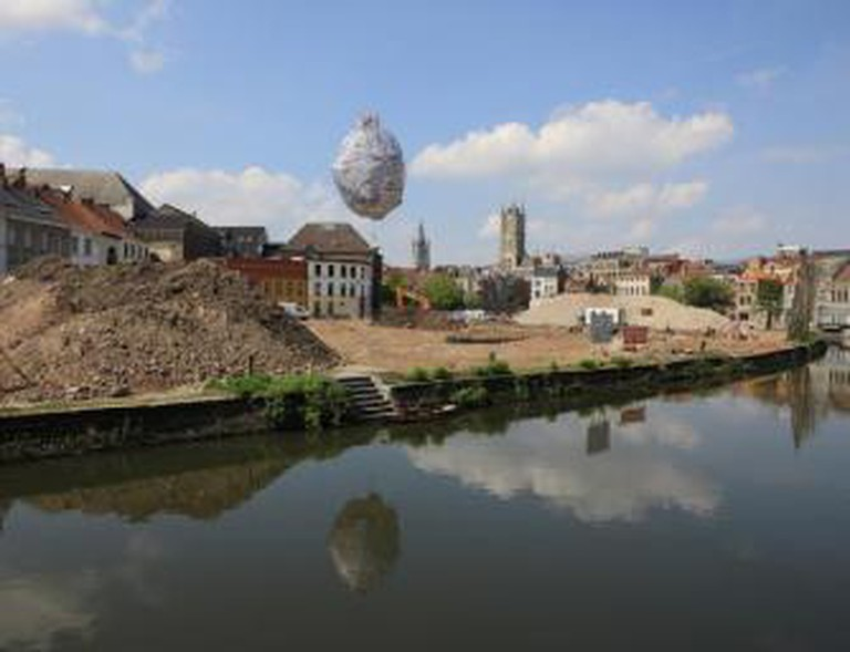 Ahmet Ögüt, The Castle of Vooruit, 2012, helium-filled balloon floating above the ground at a height of eleven meters and diameter of eight meters, Waalse Krook, Ghent