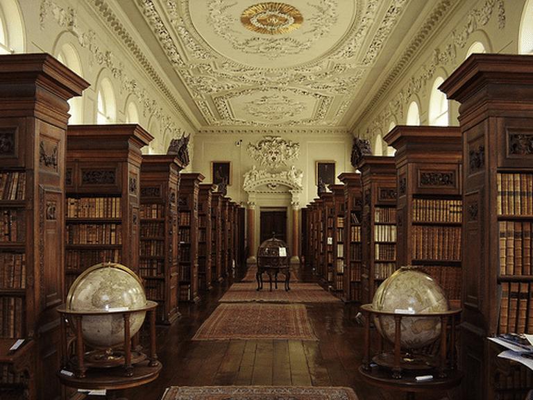 Queen's Library | © The Queen's College