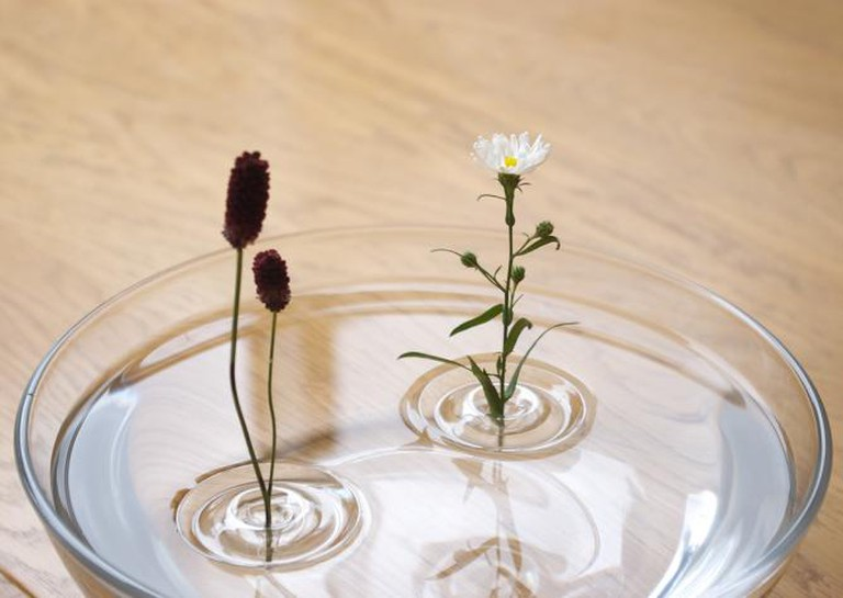 Taku Omura/oodesign, Floating Vase/RIPPLE, 2013