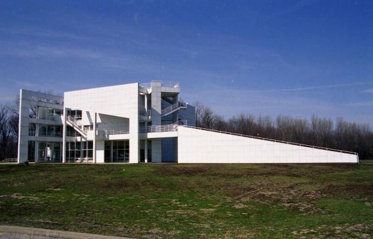 Richard Meier's 'Atheneum' located in New Harmony, Indiana. © Jeffery Gerhardt/Flickr