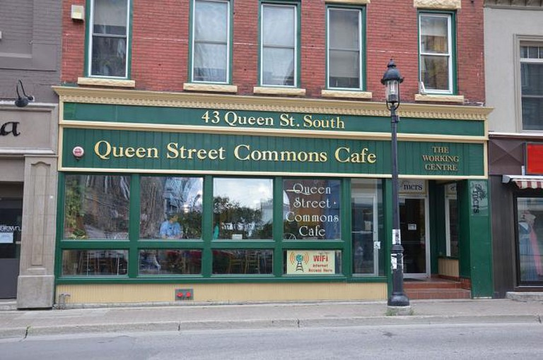 Queen Street Commons Café | © Illustratedjc/Wikimedia Commons