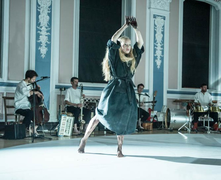 Scottish Dance Theatre's Amy Hollinshead and One Ensemble in Miann by Fleur Darkin. Photographer Brian Hartley