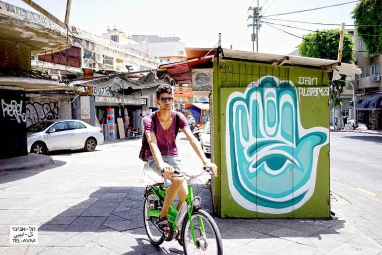 Hamsa (Five) (2014) Graffiti by street artist Dan Plasma | © Ido Biran