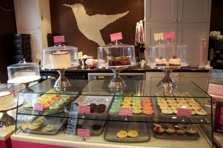 A Creative Commons image: Hummingbird Bakery | © irenetong/Flickr