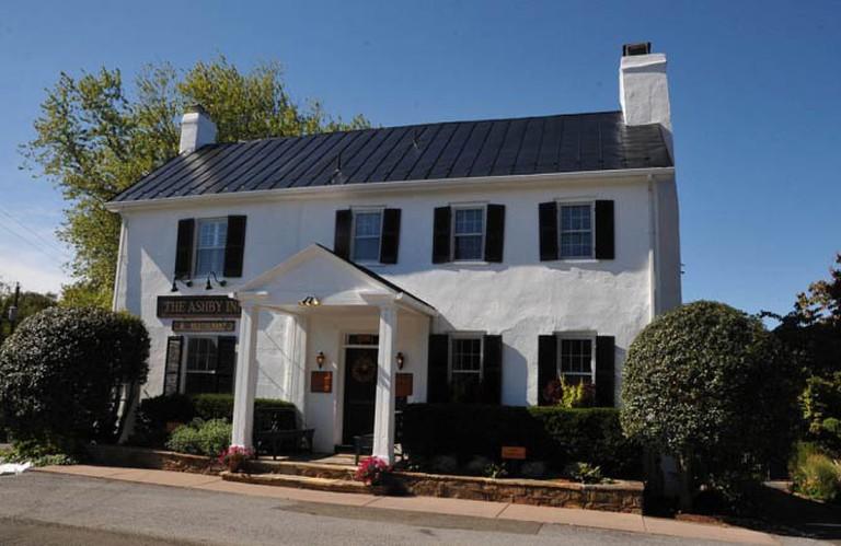 Exterior of The Ashby Inn & Restaurant   © Jerrye & Roy Klotz, MD/WikiCommons