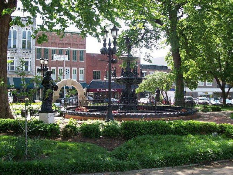Bowling Green's historic Fountain Square Park | © OPMaster/WikiCommons