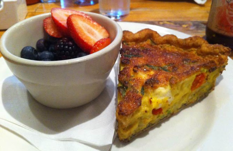 Quiche and a fruit bowl from Honeypie Café | © kris miller/Flickr