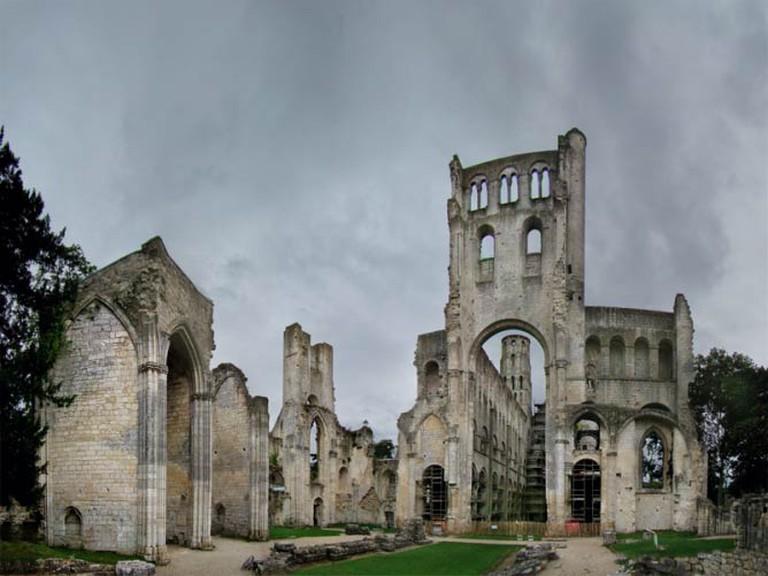 Jumièges Abbey | WikiCommons/Tango7174