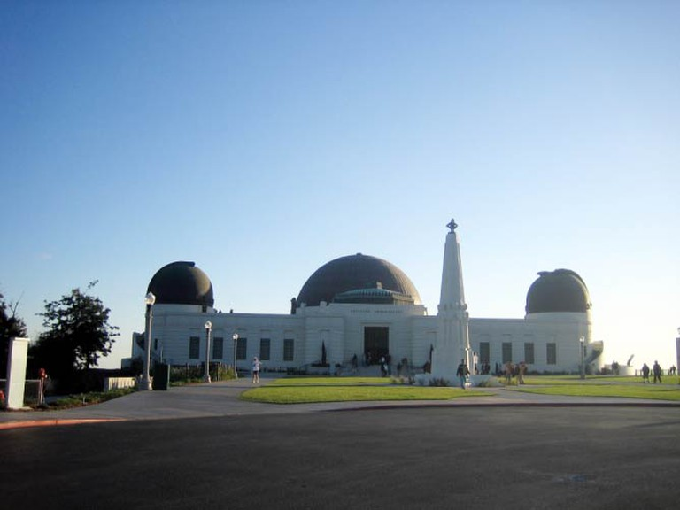 The parking lot and enterance of the Griffith Park Observatory
