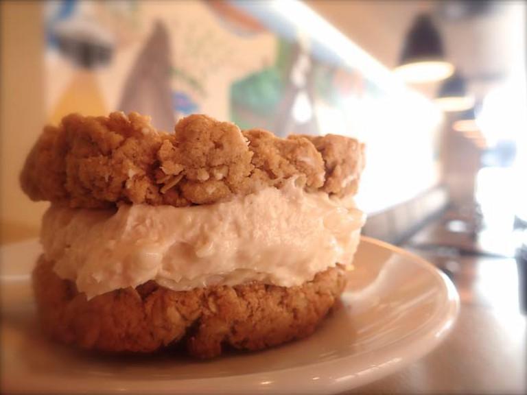 Oatmeal Crème Pie | Lauren Ferrier