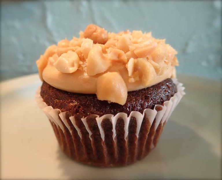 Chocolate Banana Peanut Butter Cupcake | Lauren Ferrier