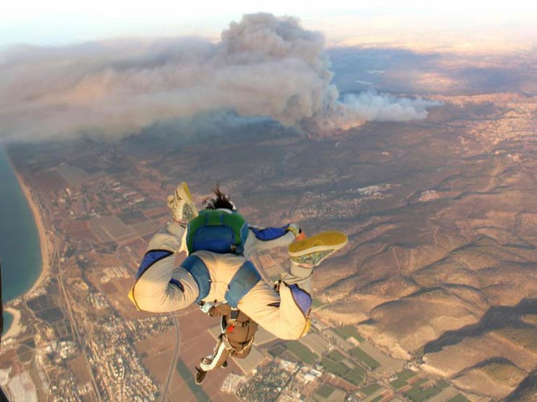 SkyDiving  |  © Hila Shaked/WikiCommons