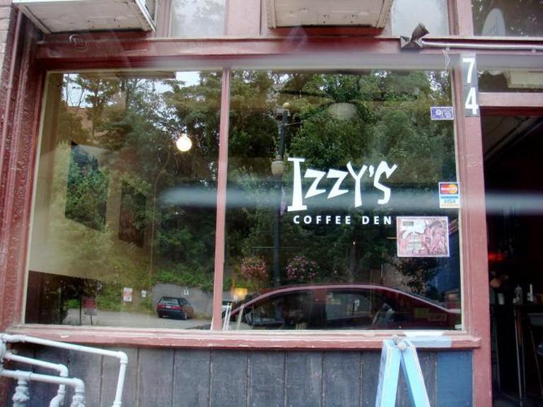 Izzy's Coffee Den (Asheville, NC) | © ereyesleblanc/Flickr