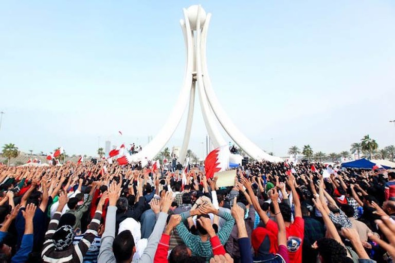 Protesters at The Pearl Monument | © Bahraini Activist/FlickrCommons