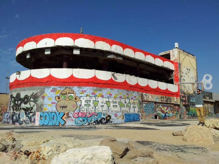 Dede's dental work on Tel Aviv's iconic Dolphinarium. © imdede