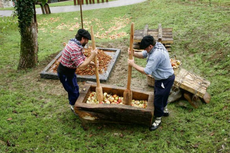 Traditional Cider-Making in the Basque Country | © Sagardun/WikiCommons